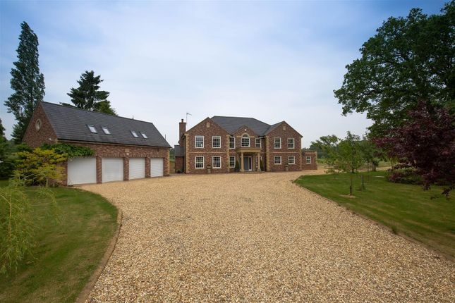 Thumbnail Detached house for sale in Redditch Road, Ullenhall, Henley-In-Arden