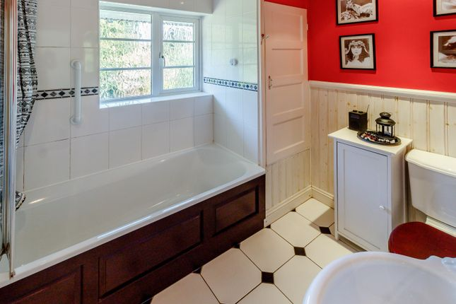 Bathroom of Derwent Avenue, Kingston Vale, London SW15