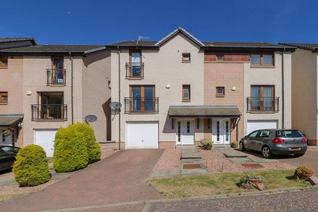 Thumbnail Town house to rent in Constitution Crescent, Dundee