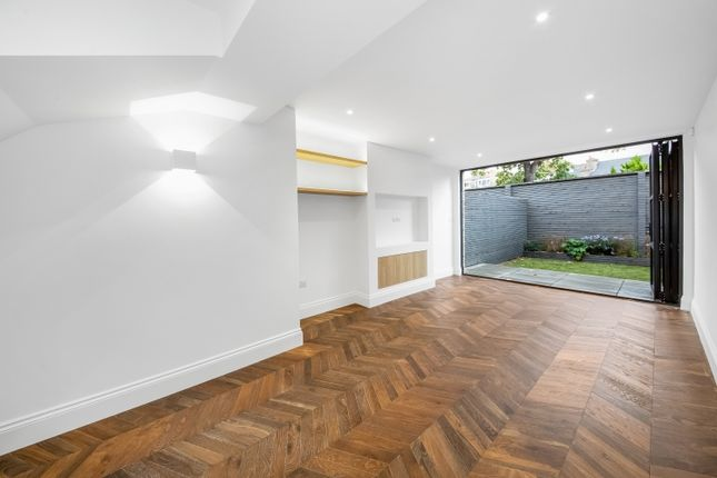 Thumbnail Town house for sale in Effingham Road, London