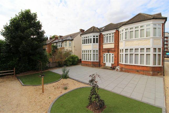 Thumbnail Flat to rent in Cedarhurst, 40 Grosvenor Road, St Albans, Hertfordshire