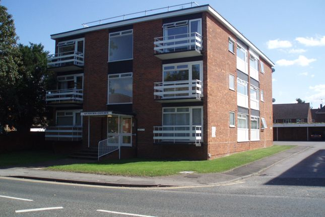 Thumbnail Flat to rent in Queens Court, Newbury