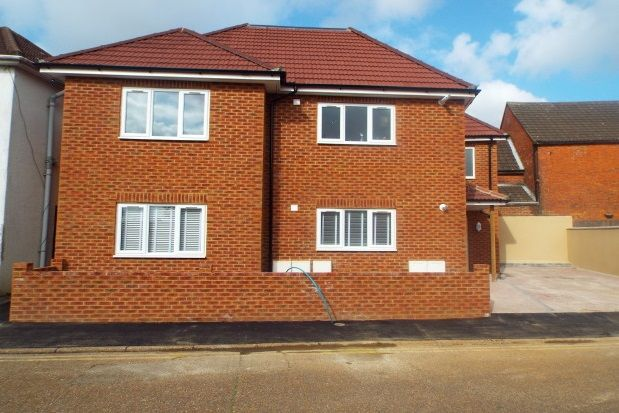 Flat to rent in Norwood Gardens, Ashford