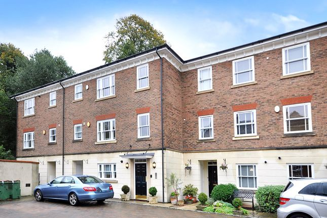Thumbnail Flat for sale in London Road, Horsham