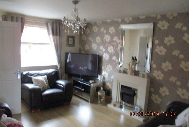 Livingroom of Braithwaite Road, Manchester M18