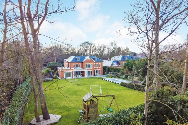 Thumbnail Detached house for sale in Broadwater Close, Burwood Park, Walton On Thames