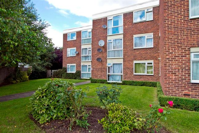 Thumbnail Flat to rent in College Avenue, Harrow Weald, Harrow