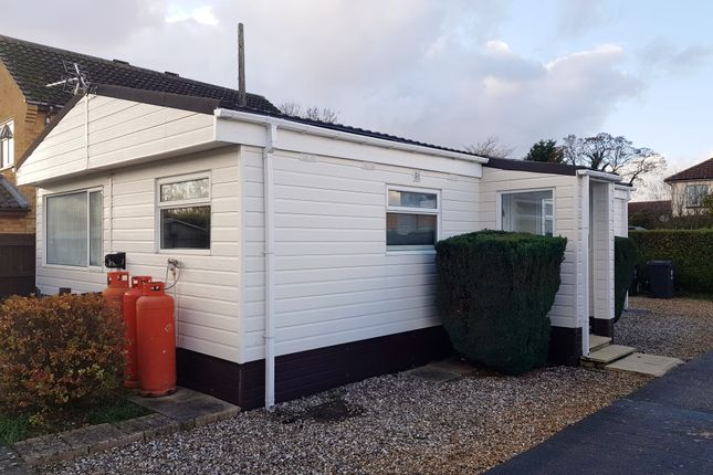 Thumbnail Mobile/park home to rent in Badgers Holt, Longstanton