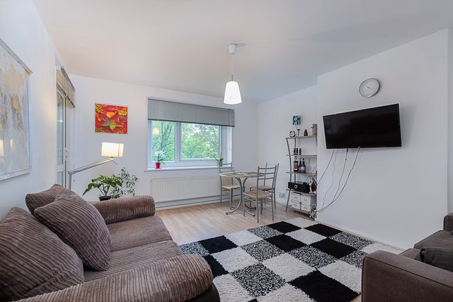 Thumbnail Flat for sale in High Trees, London
