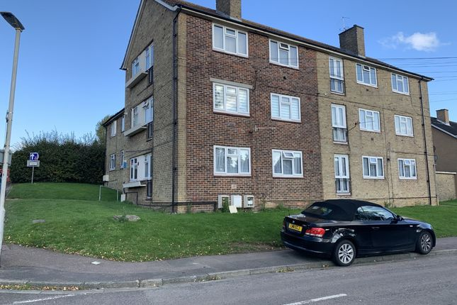 Thumbnail Flat to rent in Featherstone Close, Potters Bar, Hertfordshire