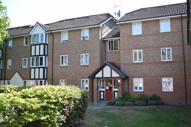 Thumbnail Flat to rent in Woodland Grove, Epping, Essex