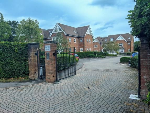 2 bed flat for sale in Locks Heath, Southampton, Hampshire SO31