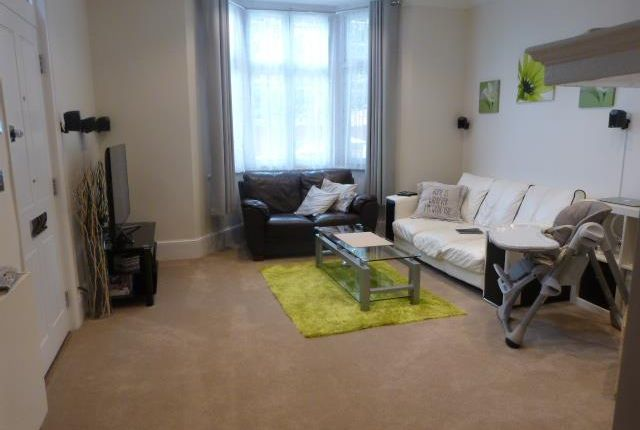 2 bed flat to rent in Little Park Gardens, Enfield