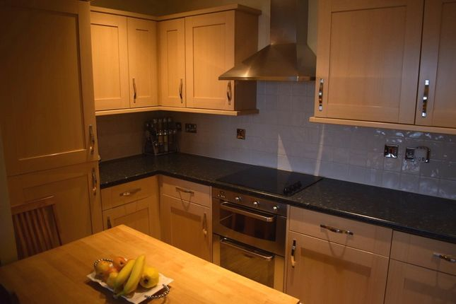 2 bed flat to rent in Stanley Road, South Harrow