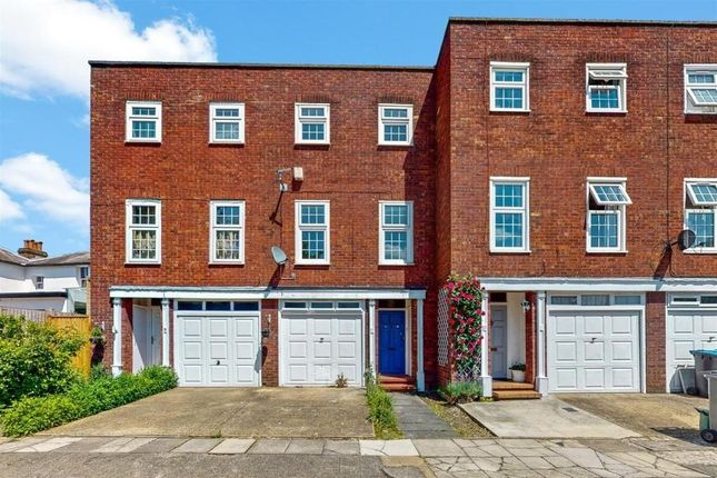 Thumbnail Terraced house to rent in The Boltons, Wembley, Middlesex