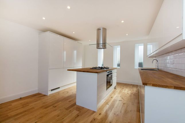 Property for sale in Carshalton Road, Sutton
