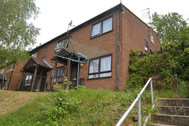 Thumbnail Terraced house to rent in Westfield Walk, High Wycombe