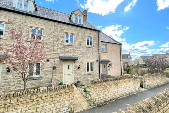 3 bed terraced house to rent in Moss Way, Cirencester, Gloucestershire GL7