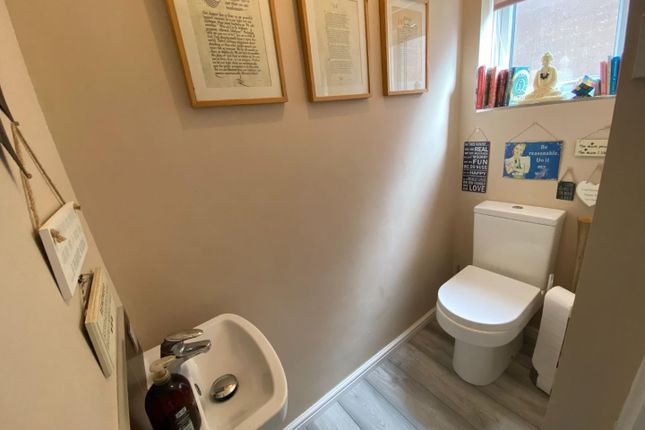 74 Castleview Cloakroom (002)