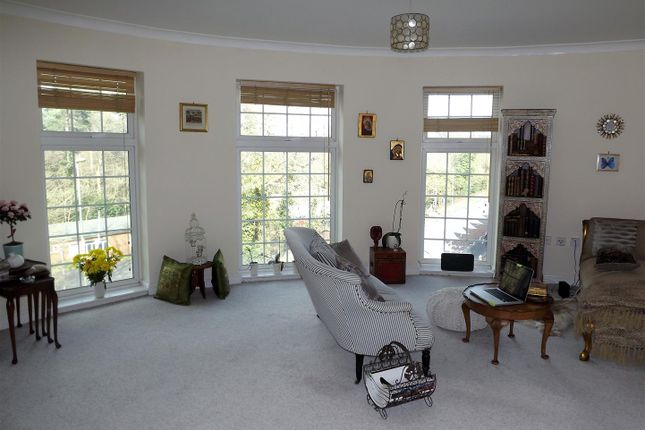Thumbnail Flat for sale in London Road, Camberley