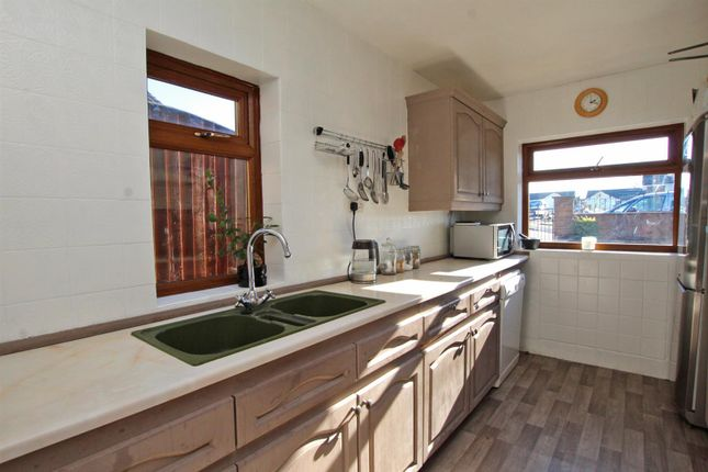 Kitchen of Middlebeck Drive, Arnold, Nottingham NG5