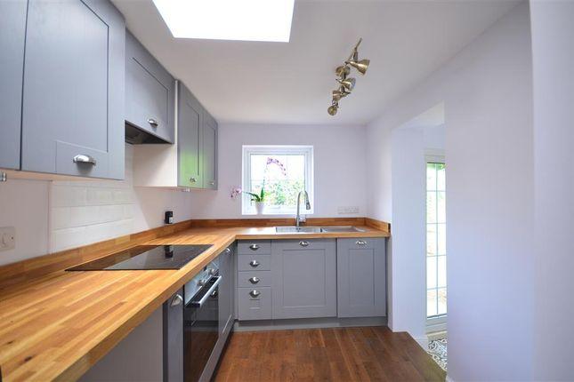 Thumbnail Cottage for sale in High Street, Billingshurst, West Sussex