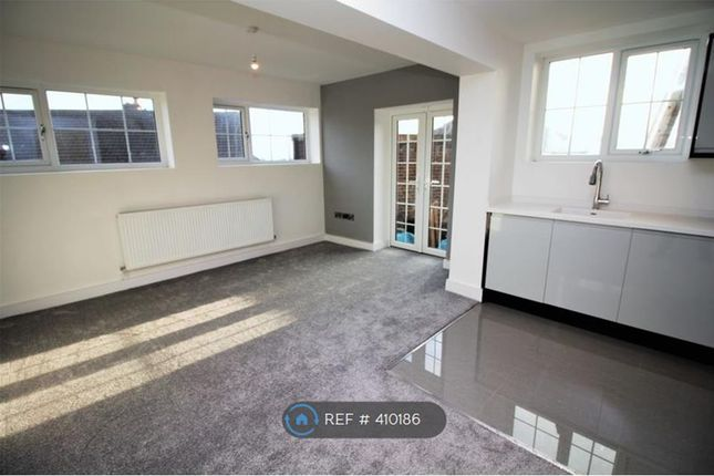 Thumbnail Flat to rent in Village Road, Wirral