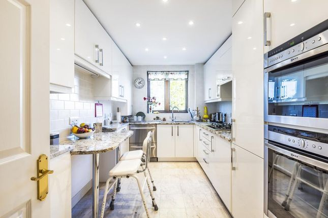 Thumbnail Flat for sale in Regents Park Road, Finchley