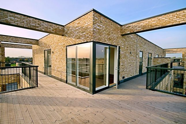 Thumbnail Flat to rent in Woodpecker Way, Trumpington, Cambridge