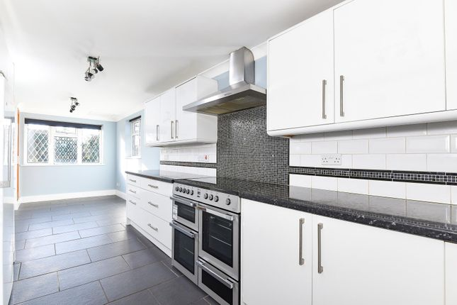 Thumbnail Bungalow to rent in Chenies, Rickmansworth, Hertfordshire