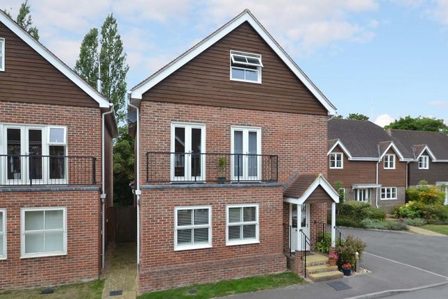 Thumbnail Detached house to rent in Pendenza, Cobham