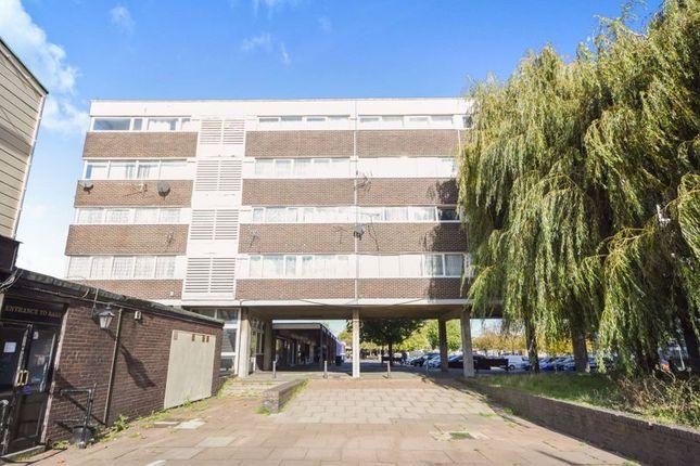 4 bed flat for sale in Ballards Walk, Laindon, Basildon SS15