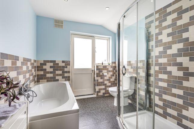 Bathroom of Holdenby Road, London SE4