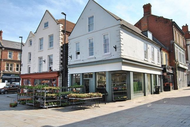 Thumbnail Flat to rent in Market Place, Grantham