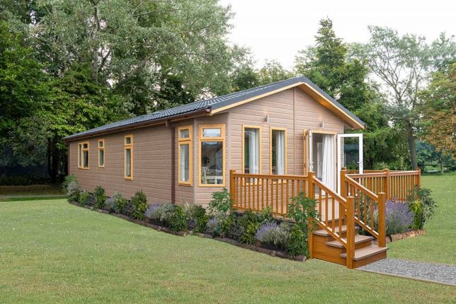 Thumbnail Mobile/park home for sale in The Wold Retreat, Brigg Road, Caistor, Lincolshire