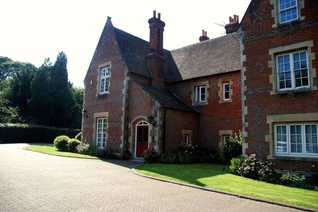 Thumbnail Flat for sale in Wrotham Road, Meopham, Gravesend