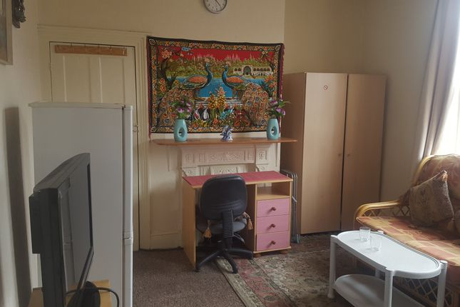Thumbnail Room to rent in Cromwell Grove, Manchester