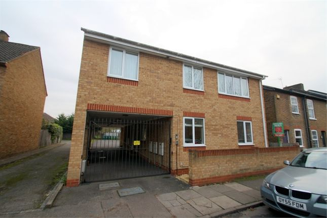 2 bed flat to rent in 20 Langley Road, Staines-Upon-Thames, Surrey TW18