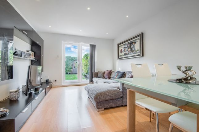 Thumbnail Flat to rent in Lambourn Chase, Radlett