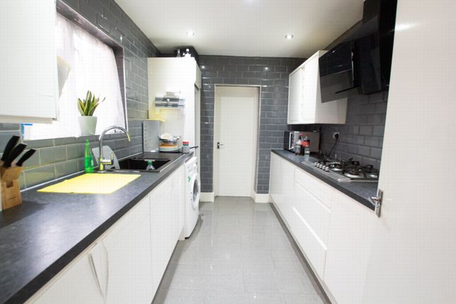 3 bed terraced house to rent in Monmouth Road, Edmonton N9