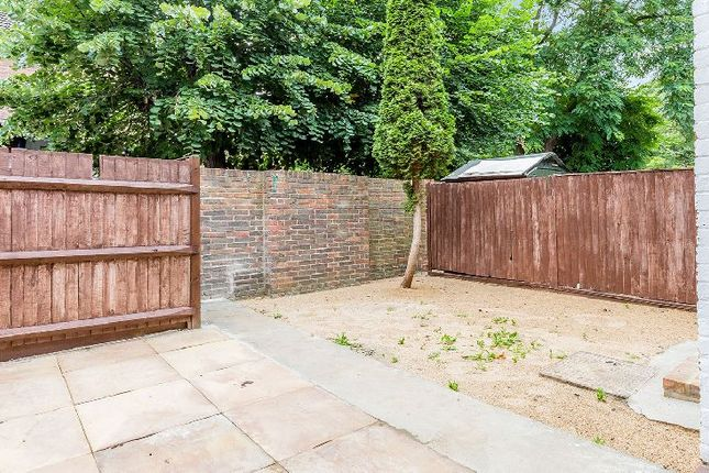Thumbnail Property to rent in Tomlins Walk, London