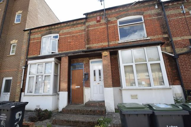 Flat for sale in Grove Road, Luton