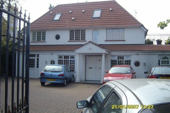 Thumbnail Flat to rent in Woodcroft Crescent, Uxbridge, Middlesex