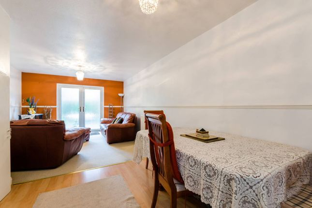 Thumbnail Flat for sale in Canterbury Place, Elephant And Castle