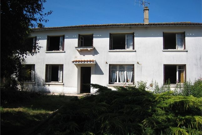 5 bed detached house for sale in Poitou-Charentes, Deux-Sèvres, Clussais La Pommeraie