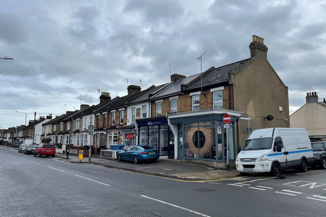 Thumbnail Flat to rent in Pelham Road South, Gravesend