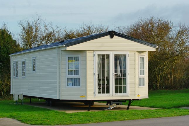 Thumbnail Detached bungalow for sale in Newark Road, Aubourn, Lincoln