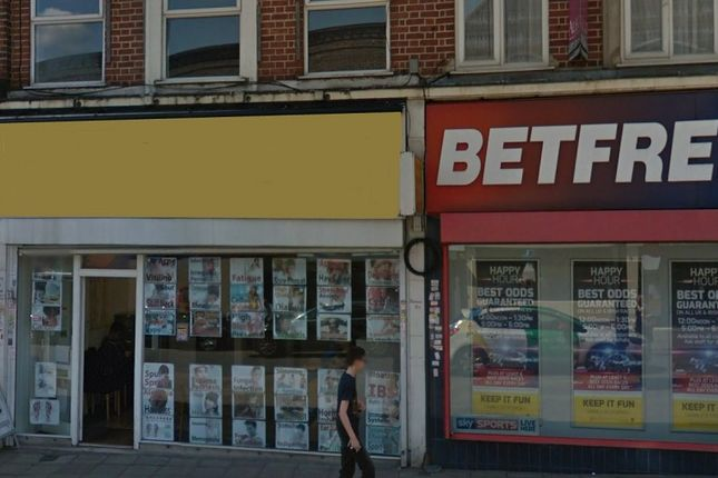 Thumbnail Retail premises to let in Chase Side, London