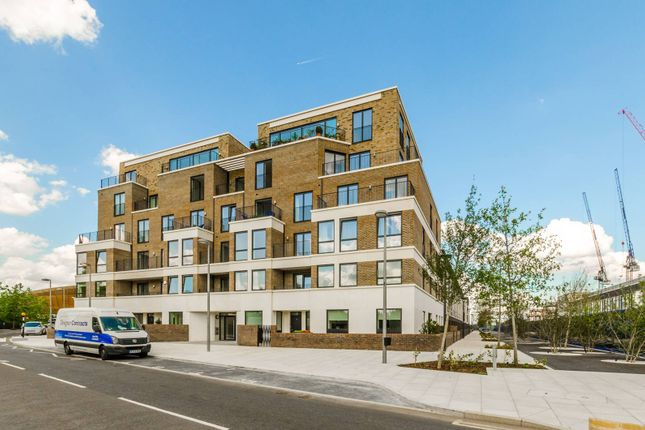 Thumbnail Flat to rent in Park View Mansions, Stratford