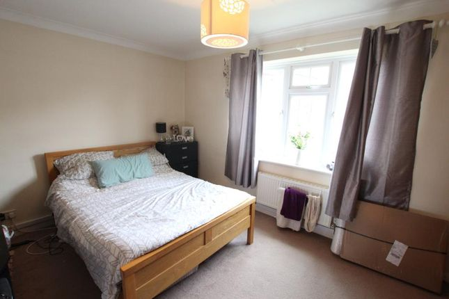 1 bed flat to rent in The Birches, Woking